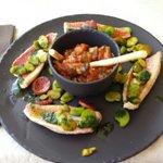 Filet de rougets au chorizo, fèves et jus de chlorophylle (menu 29 € )
