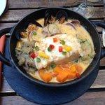 cassolette de cabillaud au riz sauvage, sauce aux moules et aux pétoncles