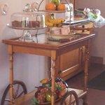 Le chariot libre service et ses divers produits frais.