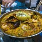 Paella carne e pesce
