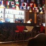 El Bar funciona toda la noche y los precios son muy accesibles