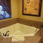 Jacuzzi Tub 1 bedroom presidential room 1106