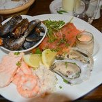 Seafood platter with 6 items