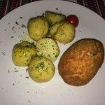 Котлетка по Киевски и молодой картофель с укропом.