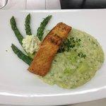 risotto agli asparagi e filetto di salmone