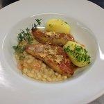 filetti di triglia con letto di fagioli e patate