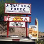 Sundance Pizza and Tastee Freeze Foto