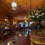 Gallery Park Hotel lobby