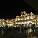 vista nocturna de la plaza un Viernes