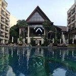 hall de l'hôtel depuis la piscine
