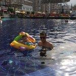 Kızımla havuz keyfi
