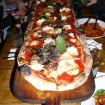 pizza au metre (c'est long !!!)