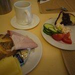 朝食はバイキングで他の宿より豊富でした