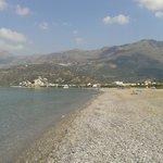 La spiaggia di Plakias (sullo sfondo)