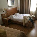 Трехместный номер (диван и двухспальная кровать)