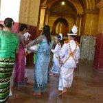 Die wichtigste Zeremonie im Leben eines jungen Buddhisten - die Novizenweihe!