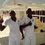 George & Santos Hicieron que nuestra estadia en la playa fuera cada dia Maravillosa !!