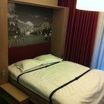 Откидная кровать в номере
