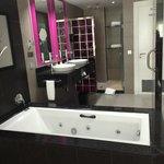 Open floor plan room - standup shower, jacuzzi tub