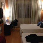Quarto mais simples do hotel. Espaçoso e confortável