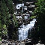 één van de vele watervallen