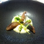 Sardina ahumada con crema de apio-nabo y manzana