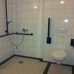 großzügiges Dusch-WC