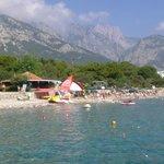пляж отеля (вид с соседнего пирса)