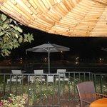 restaurant extérieur vue sur  la piscine