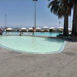Piscina infantil con piscina adultos primera