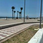 Vista paseo y playa desde hotel