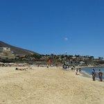 Playa y al fondo el hotel
