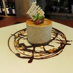 Otro de nuestros postres...Mouse de banana relleno de dulce de leche con base de chocolate