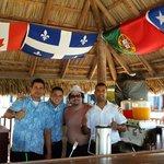 Los muchachos del bar playa, excelentes!!!  Una comedia