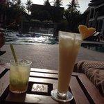 Lekkere Cocktails bij t zwembad