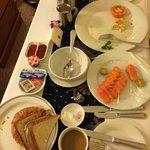 paletteble inroom breakfast dining
