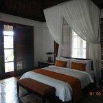 Одна из спален 3 bedroom villa