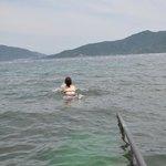 Спуск в воду на отельном пляже