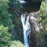 Landschaft und Wasserfall