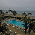 La piscina y la playa