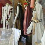 foto de las tiendas vendiendo trajes tipicos para el arde lucus