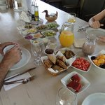 Breakfast- it was just missig the breads that arrived later