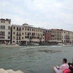 Hôtel vu depuis l'autre côté du Canale grande