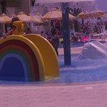 Kids splash pool