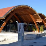 Fachada do novo prédio da Bodega Protos