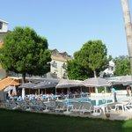 Большой бассейн и ресторан