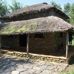 baraque traditionnelle dans le parc du musée