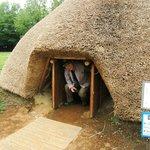 竪穴住居の入口・頭をぶつけないように!