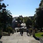 カテドラル教会の階段を降りて少し歩いた左側にお店があります