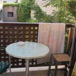 balkong som er liten kan være plass til to knapt nok det.